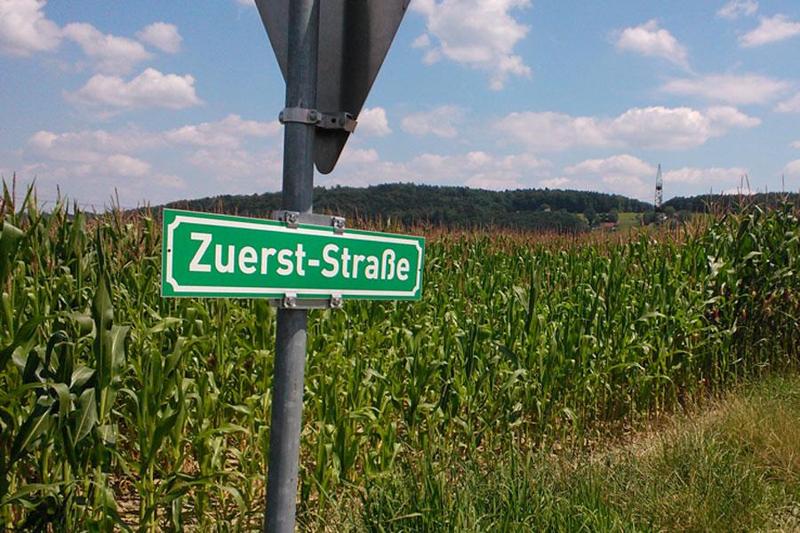 Ein Straßenname, der für unser Verkehrsplanungsverhalten steht? Eigenes Foto 2013