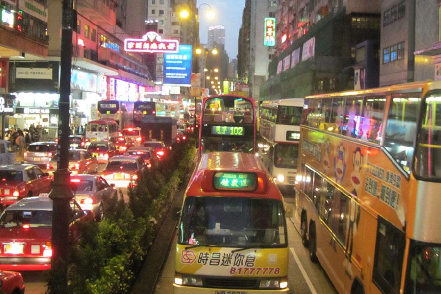 Zuviel Verkehr ist auch zuviel, wenn es öffentlicher Verkehrs ist. Eigenes Foto 2011 (Hongkong)