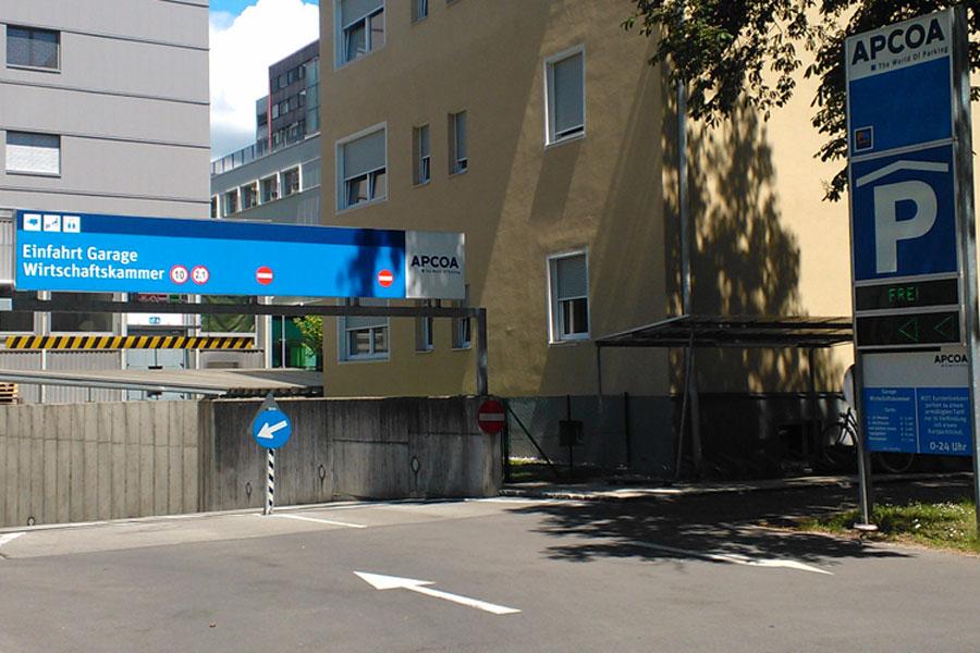 Linksverkehr in Österreich? Wirtschaftskammer Kärnten, Garage in Klagenfurt Eigenes Foto 2013